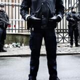 ARKIVFOTO. Da politiet bevogtede synagogen på Krystalgade. I dag er militæret indsat på Krystalgade. (Foto: Simon Læssøe/Scanpix 2017)