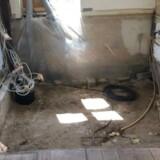 Så galt kan det gå: Billedet viser et køkken, der er ryddet helt, og hvor forsatsvægge er pillet ned, fordi rotter fra kloakken har gnavet sig vej ind i huset. Billedet stammer fra Tryg.