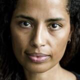 Natalie Schluter har masters i sprog og matematik og en ph.d. i computer science. Sammen med flere andre advarer hun om, at digitaliseringens automatisering af samfundet risikerer at blive sexistisk og racistisk fordi, der er så få kvinder og minoriteter, der er med til at udvikle algoritmerne.