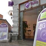 Både Telia og Telenor fik af deres respektive ledelser besked på, at de skal fortsætte med at konkurrere på livet løs - også med hinanden - i Danmark, indtil EUs konkurrencemyndigheder antageligt sidst i 2015 afgør, om de to forretninger kan lægges sammen til ét selskab, der vil matche TDC. Arkivfoto: Telia
