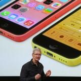 Analytikerne i Credit Suisse er skuffede over, at Apple-chef Tim Cook med iPhone 5C ikke kommer langt nok ned i pris til at imødekomme mellemprissegmentet.
