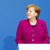 Tysklands forbundskansler, CDU's leder Angela Merkel, og SPD's Olaf Scholz samt Horst Seehofer fra CSU har underskrevet en aftale om en regeringskoalition.