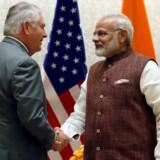 USA's udenrigsminister, Rex Tillerson, havde onsdag møder med Indiens premierminister, Narendra Modi, om udviklingen i Asien, hvor amerikanerne sammen med inderne vil modvirke kinesernes tiltagende indflydelse. Reuters/Pool