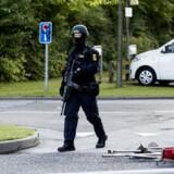 Efter skud mod betjente på Christiania skyder og anholder Politiet en mand i Vinkelhusene, Kastrup. Her er det billeder fra Vinkelhusene, hvor den voldsomme anholdelse foregik.