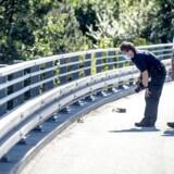Det er ikke første gang at der sker stenkast fra gangbroer. Her ses da politiet spærrede Hillerød motorvejen sidste år ukendte gerningsmænd havde kastet sten ned på vejen fra broen ved afkørsel 1, Tingbjerg.
