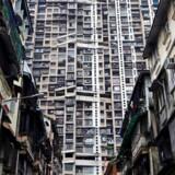 Redningshold leder efter mindst 30 savnede, som frygtes fastklemt under murbrokker af sammenstyrtet bygning i Mumbai.