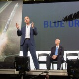 Amazon- og Blue Origin-grundlægger, Jeff Bezos, meddeler planerne om at bygge en fabrik, der skal producere rumskibe samt et opsendelsessted ved Cape Canaveral i Florida.