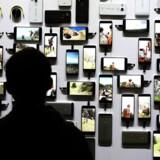 Android styresystem bruges af mange forskellige telefonproducenter. Derfor er det meget vanskeligt at vide, hvilke huller, der befinder sig i en konkret Android-telefon, da det ikke er oplysninger, der er umiddelbart tilgængelige.
