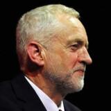 Labours Jeremy Corbyn får ikke meget hjælp fra de britiske aviser på valgdagen.