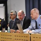 Siden 2010 er antallet af voldelige islamister i Sverige steget fra ca. 200 til tusindvis, siger sikkerhedspolitiets chef Anders Thornberg (i midten).