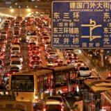Jingtong-motorvejen ender i den kinesiske hovedstads erhvervsdistrikt, Guomao. De femten kilometer fra forstaden Tongzhou og ind til bykernen er blandt Beijings og dermed verdens mest trafikerede. Arkivfoto: Claro Cortes