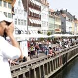 En varm sommerdag ved Nyhavn er oftest ens betydende med et væld af turister. Foto: Jonas Vandall Ørtvig.