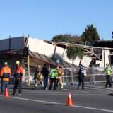 En butik er styrtet sammen på hjørnet af Stamore og Worcester Street efter det seneste jordskælv i Christchurch.