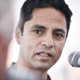 Manu Sareen (R).