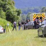 De amerikanske myndigheder indledte en menneskejagt på gerningsmanden, der menes at være en tidligere ansat hos TV-stationen.