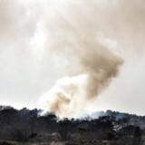ARKIVFOTO. En kraftig naturbrand hærger tirsdag et større hedeareal i den sydvestlige del af området ved Bundgårdsvej ved Tarm i Vestjylland.