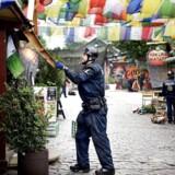ARKIVFOTO: Københavns Politi er fredag 17. juni 2016 i gang med fjerne hashboder i Pusher Street i Christiania.