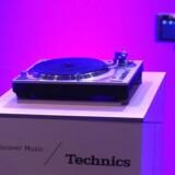 Grammofonen er tilbage - takket være vinylpladernes store comeback. Her er Panasonics Technics SL 1200G Direct Drive Hi-Fi-grammofon. Foto: Robyn Beck, AFP/Scanpix