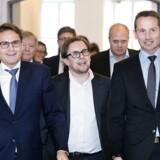 Det er Brian Mikkelsen (K), Simon Emil Ammitzbøll (LA) og finansminister Kristian Jensen (V), der har stået for regeringens forhandlinger om boligskatten. Nu vil sidstenævnte gå i tænkeboks over påsken.
