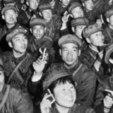 Yu Hua fortæller flot om livet før, under og efter Mao i romanen »At leve«.