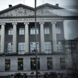 Danske Bank overraskede markedet med et overskud på 5,53 milliarder kroner i årets første tre måneder. Banken tjente 43 millioner kroner om dagen på gebyrer.