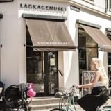 Lagkagehuset har alene i år åbnet 17 butikker i Danmark, så der er stadig damp på kedlerne på det hjemlige marked. Jesper Friis fortæller, at der på tegnebrættet er fire nye butikker i London, men tør ikke sætte tidshorisont på. Nu gælder det om at få den første butik i London ud over rampen.