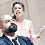 """Taleteater: Der er mange ord i det amerikanske stykke """"Disgraced"""". Men de er værd at lytte til. Her Janus Nabil Bakrawi og Helle Fagralid. Foto: Emilia Therese."""