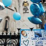 Britisk dommer godkender plan om at flytte uhelbredeligt syge Charlie Gard fra hospital til hospice. Han vil der blive frakoblet respiratoren