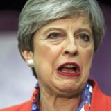Seks af de Konservatives ministre i England har mistet deres parlamentspladser, som følge af torsdagens valg. Her ses premierminister Theresa May.