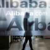 Arkivfoto. Kinas svar på Amazon, Alibaba, begynder nu at købe fysiske butikker.