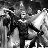ARKIVFOTO: Bournonvilles ballet »Et Folkesagn« opføres i Tivoli med gæstedanser Peter Martins som junker Ove omgivet af Elverpiger.