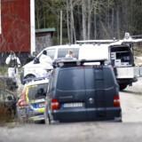 Politiet har fundet et lig, mens de ledte efter en 19-årig kvinde i Sverige.