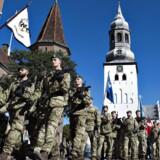 Bevæbnede soldater i gaderne kan blive et mere almindeligt syn. Her en parade i Aalborg. Foto: Henning Bagger