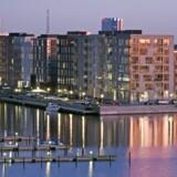 Mange ejendomme i København kommer med en tinglyst klausul om, at kommunen på et tidspunkt kan købe dem tilbage til spotpris. Siden 1996 har kommunen tilbudt ejerne at købe sig fri af denne klausul – men det volder besvær at beregne en fair pris for det.