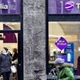Telia lukker en række butikker i Sverige. I Danmark har teleselskabet over 40 egne butikker, blandt andet her på Strøget i København. Arkivfoto: Nils Meilvang, Scanpix