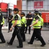 Som udgangspunkt bærer britisk politi ikke håndvåben, men det stoppede ikke en ung, britisk betjent, da London lørdag blev ramt af et terrorangreb.
