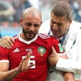 Her er der en spiller, der ikke har det godt. Nordin Amrabat lige efter sit styrt og sammenstød i Marokkos kamp mod Iran.