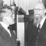 Thorvald Stauning her sammen med den konservative John Christmas Møller. Det er usikkert, hvornår billedet er fra, men det er formentlig taget i 1937.