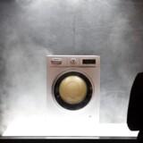 Der udvikles konstant på alle fronter i elektronikbranchen. Her præsenterer tyske Siemens en vaskemaskine, der bruger aktiv ilt til at få dårlig luft ud af vasketøjet. Hold godt fast, for der kommer rigtigt meget mere i de kommende dage fra Europas største forbrugerelektronikmesse i Berlin, IFA. Foto: Rainer Jensen, EPA/Scanpix