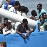 Italien ligger tæt på den libyske kyst. Her redder de flygtninge og migranter og sejler dem til Italien. Det er den trafik, som Italien truet med at stoppe.