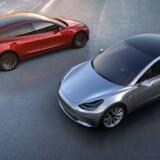 Tesla har varslet, at man hæver sine priser i Storbritannien med fem procent fra nytår. Det kan ramme de hundrede tusinder, der har bestilt den nye Model 3. Free/Tesla Motors