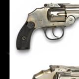 Dette foto af en revolver blev offentliggjort af Københavns Politi, da man søgte hjælp til opklaringen af drabene på tre unge mænd i en lejlighed på Frederiksberg (arkivfoto). Københavns Politi
