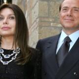Italiens tidligere premierminister, Silvio Berlusconi, har vundet terræn i en ankesag i Milano mod sin ekskone, som er blevet dømt til at betale over 60 millioner euro (omkring 447 millioner kroner) tilbage til sin eksmand. Reuters/Alessandro Bianchi