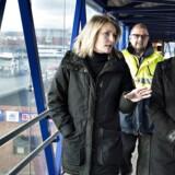 Frederikshavns borgmester Birgit S. Hansen (S) viser partiformand Mette Frederiksen rundt i byen i forbindelse med formandens besøg i kommunalvalgkampen. Her er de på Stena Lines færgeterminal