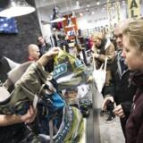 Dansk Erhverv og HK Handel er blevet enige om ansættelses- og lønvilkårene i de næste tre år for 110.000 butiksansatte i detailhandlen.