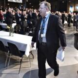 Finansminister Claus Hjort Frederiksen på vej væk fra talerstolen til stort bifald.