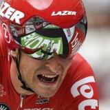 Tiesj Benoot kørte de sidste 12 kilometer alene, da han vandt et regnfyldt Strade Bianche.