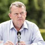 Bandekonflikten kastede også sin skygge over Venstres sommergruppemøde. Her forklarede statsminister Lars Løkke Rasmussen (V) fredag på pressemødet, at regeringen arbejder på at udvise kriminelle udlændinge.