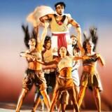"""Ensemblet spiller en flot rolle, når det handler om at få """"The Prince of Egypt"""" over scenen. Moses spilles af Diluckshan Jeyaratnam."""
