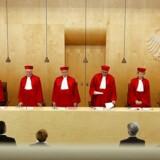 Den tyske forfatningsdomstol i Karlsruhe har afvist en klage over, at et parlamentarisk undersøgelsesudvalg ikke kan få at vide, hvad den tyske efterretningstjeneste har brugt af søgeord for at hjælpe sine amerikanske kollegaer med. Billedet er fra en tidligere afgørelse. Arkivfoto: Kai Pfaffenbach, Reuters/Scanpix